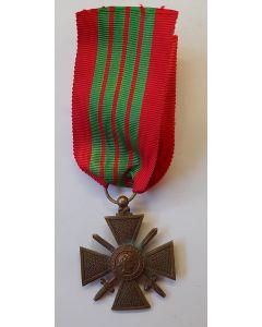 FRANCE WW2 WAR CROSS CROIX DE GUERRE 1939 MEDAL