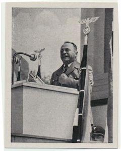 GAULEITER BURCKEL SPRICHT ZUR MAIFEIER 1939 IN WEIN CIGARETTE CARD