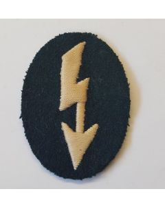 GERMAN SIGNALS OPERATOR WITH INFANTRY UNIT TRADE PATCH