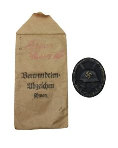 GERMAN WW2 BLACK WOUND BADGE WITH PAPER ISSUE ENVELOPE