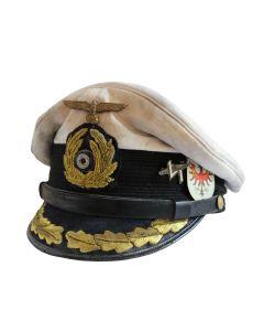KRIEGSMARINE U-BOAT CAPTAIN'S AGED VISOR CAP WITH INSIGNIA - KORVETTENKAPITANS