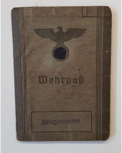 KRIEGSMARINE GERMAN WEHRPASS SOLDIER MILITARY PASS INDENTIFICATION WW2