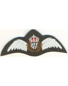 ROYAL CANADIAN AIR FORCE PILOT'S WING BADGE  RCAF