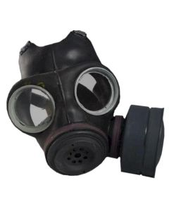 BRITISH WW2 GAS MASK AND BAG