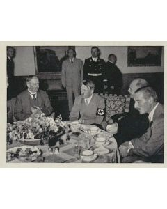DER ENGLISCHE MINISTERPRASIDENT BEIM FUHRER AUF DEM OBERFALZBERG AM 5.SEPTEMBER 1938 CIGARETTE CARD