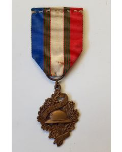 FRANCE WWI VETERANS ASSOCIATION UNC BADGE MILITARY MEDAL 1914 1918 DECORATION FRENCH GREAT WAR CHOBILLON