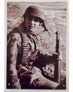 GERMAN FALLSCHIMJAGER SOLDIER WITH K98 RIFFLE METAL SIGN