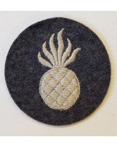 GERMAN LUFTWAFFE AERIAL ARMORER LIGHT BOMBS PERSONNEL TRADE PATCH