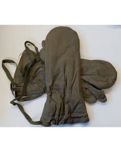 GERMAN WW2 REVERSIBLE SS FIELDGRAY MITTENS WITH TRIGGER FINGER