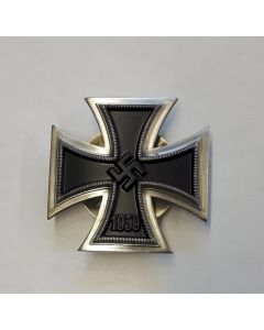 IRON CROSS FIRST CLASS SCREW BACK- 1939 IRON CROSS