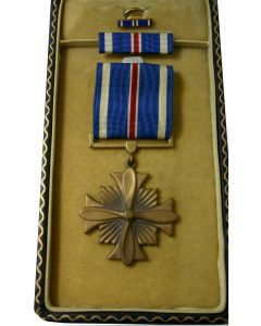 U.S. WWII DISTINGUISHED FLYING CROSS - CASED