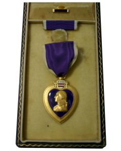 WW11 AMERICAN PURPLE HEART MEDAL IN CASE