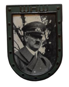 ADOLF HITLER PHOTO WHW TINNIE PIN
