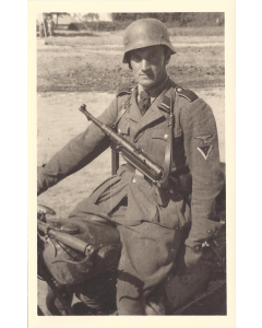 WW2 GERMAN SS SOLDIER POSTCARD