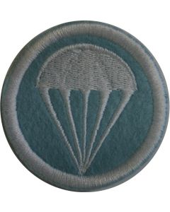WW11 AMERICAN PARATROOPER GARRISON CAP BADGE