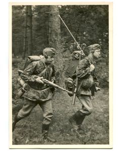"UNSERE WAFFEN SS ""A COMMUNICATIONS TROOP RELOCATES FORWARD"""